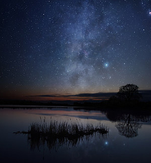 A picture of starry sky over the lake